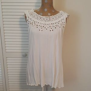 Alfani white tank with lovely details